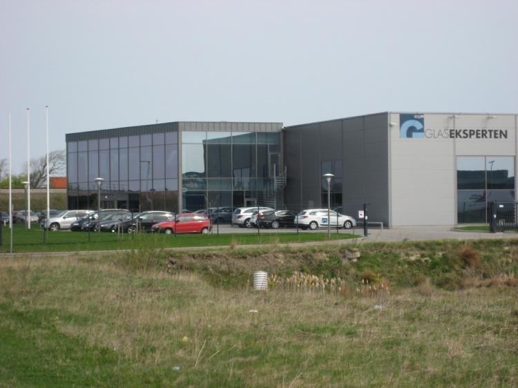 Glaseksperten, Sprogøvej, Hjørring Opført i 2006, produktion udvidet i 2008 og kontor udvidet 2012